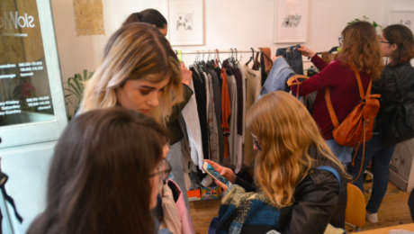 Coffee and Slow Fashion: Intercanvi de roba amb un toc cafeter